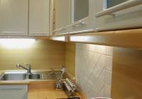 Bükk konyhabútor festett ajtókkal