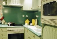 Festett konyha akril tetővel és mosogatóval