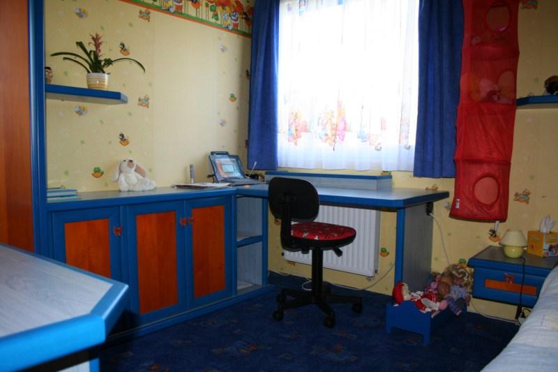 Gyermekszoba tanulóasztallal