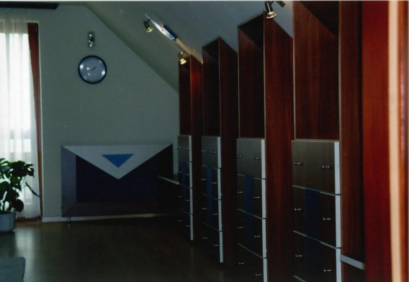 Tetőtéri szekrényrendszer