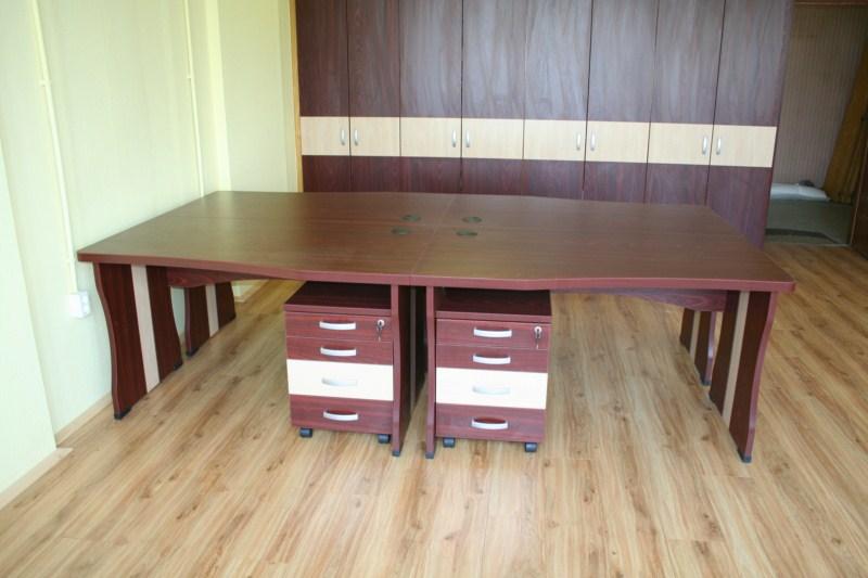 Egyedi irodabútor DORADO konténerekkel