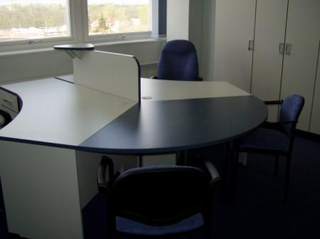 Irodai asztalcsoport tárgyalóvéggel