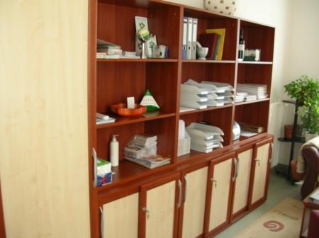 Irattartó szekrény, részben tolóajtókkal