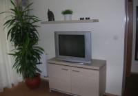 TV-s szekrény falipolccal