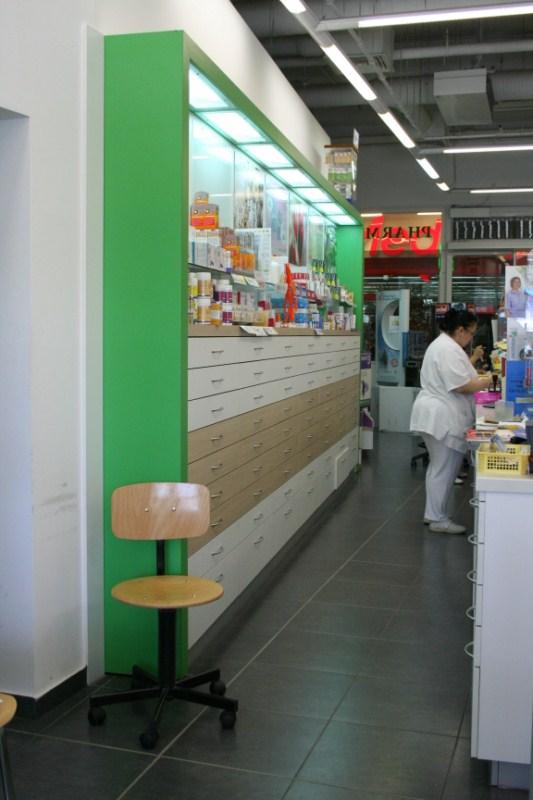 Alacsony subláda, zöld kávaszerkezettel