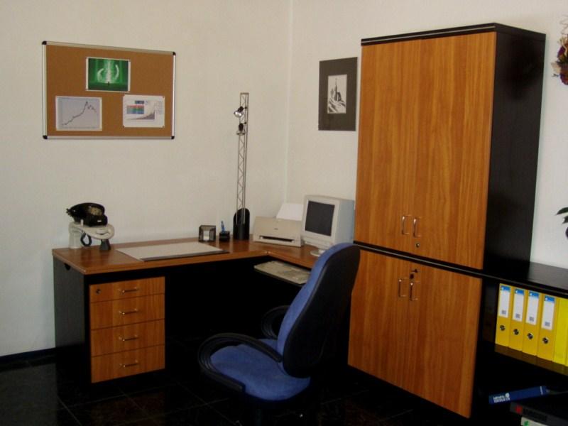 Santos asztalösszeállítás, konténerrel és szekrényekkel, cseresznye-fekete színben