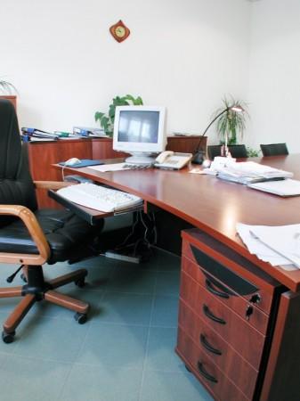 Ívelt vezetői asztal