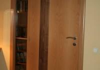 Furnérozott beltéri ajtó, polcos szekrénnyel kombinálva