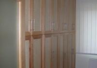 Beépített szekrény, nádszövet betétes ajtókkal