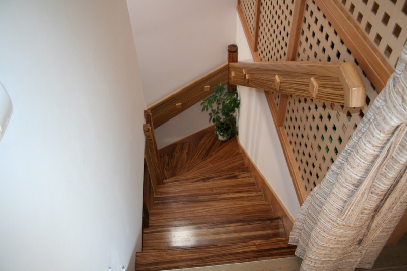 Zebrano lépcső
