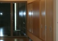 Ruhatári beépített szekrény