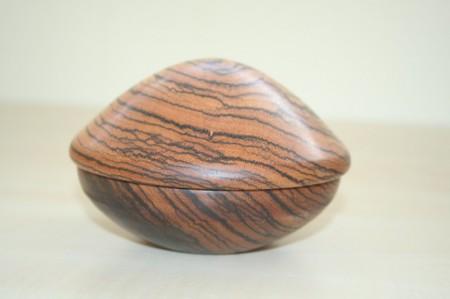 Ékszertartó zebrano faanyagból