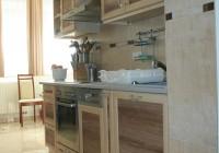 Egyedi konyhabútor juhar és dió színben